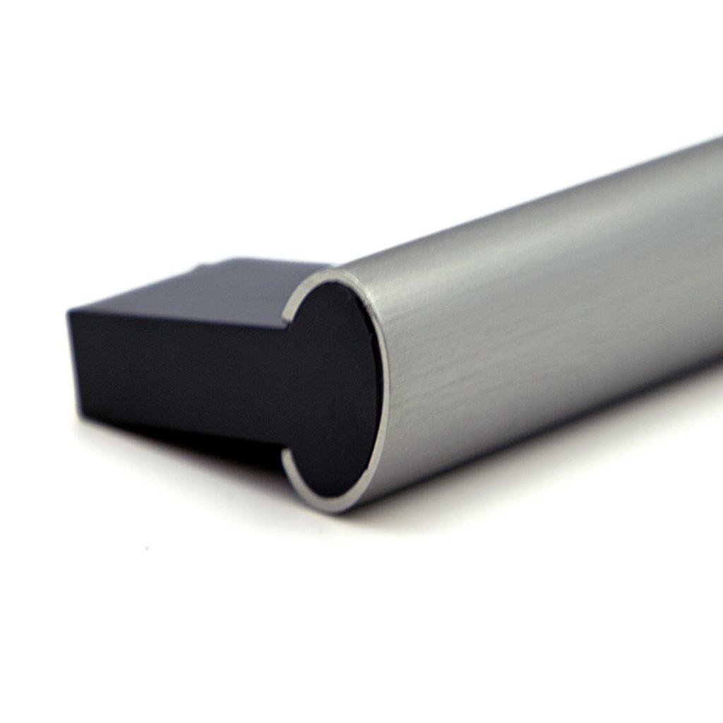 Maniglia forno alluminio satinato e finiture cromate con supporti in plastica