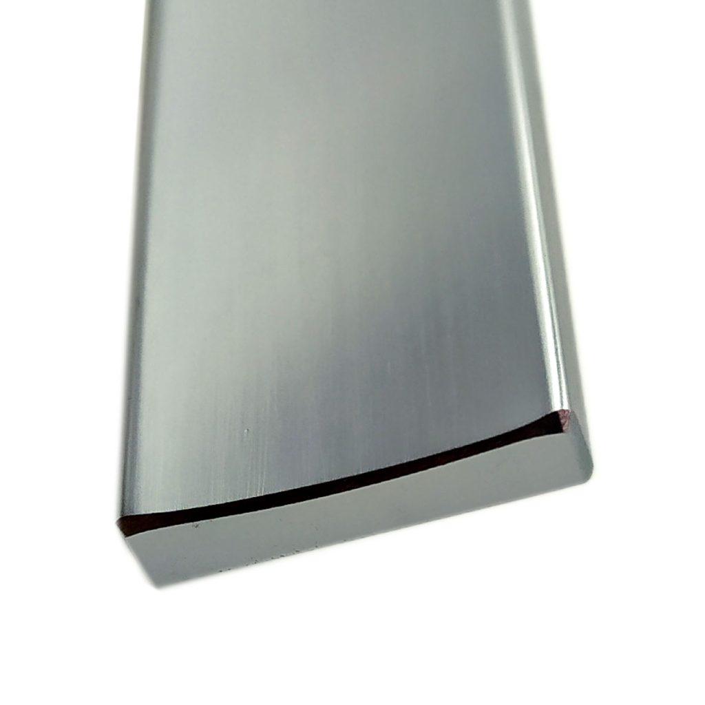 Profilo elettrodomestico in alluminio con doppia finitura lucida / satinata